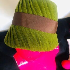 I. Magnun & Co Accessories - Vintage 1920s Hattie Carnegie Hat
